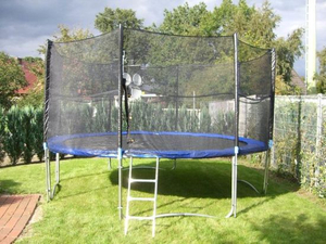 14ft Trampoline with Enclosure/Get81961