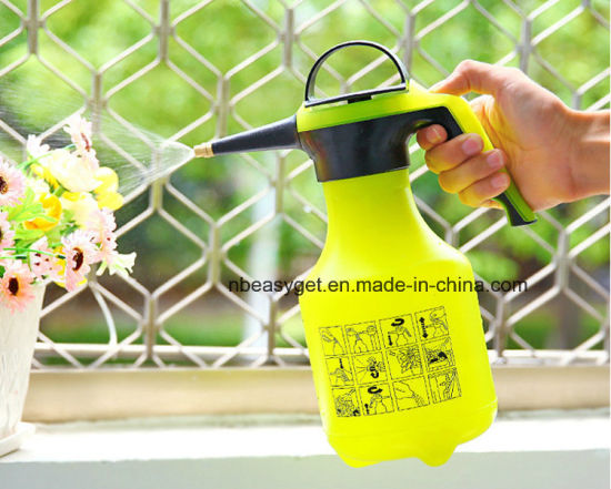 One-Hand Pressure Sprayer for Fertilizer, Herbicides and Pesticides, 2liter Plastic Pump Pressure Watering Can Pressurized Sprayer Bottle Sprinkling Garden Tool
